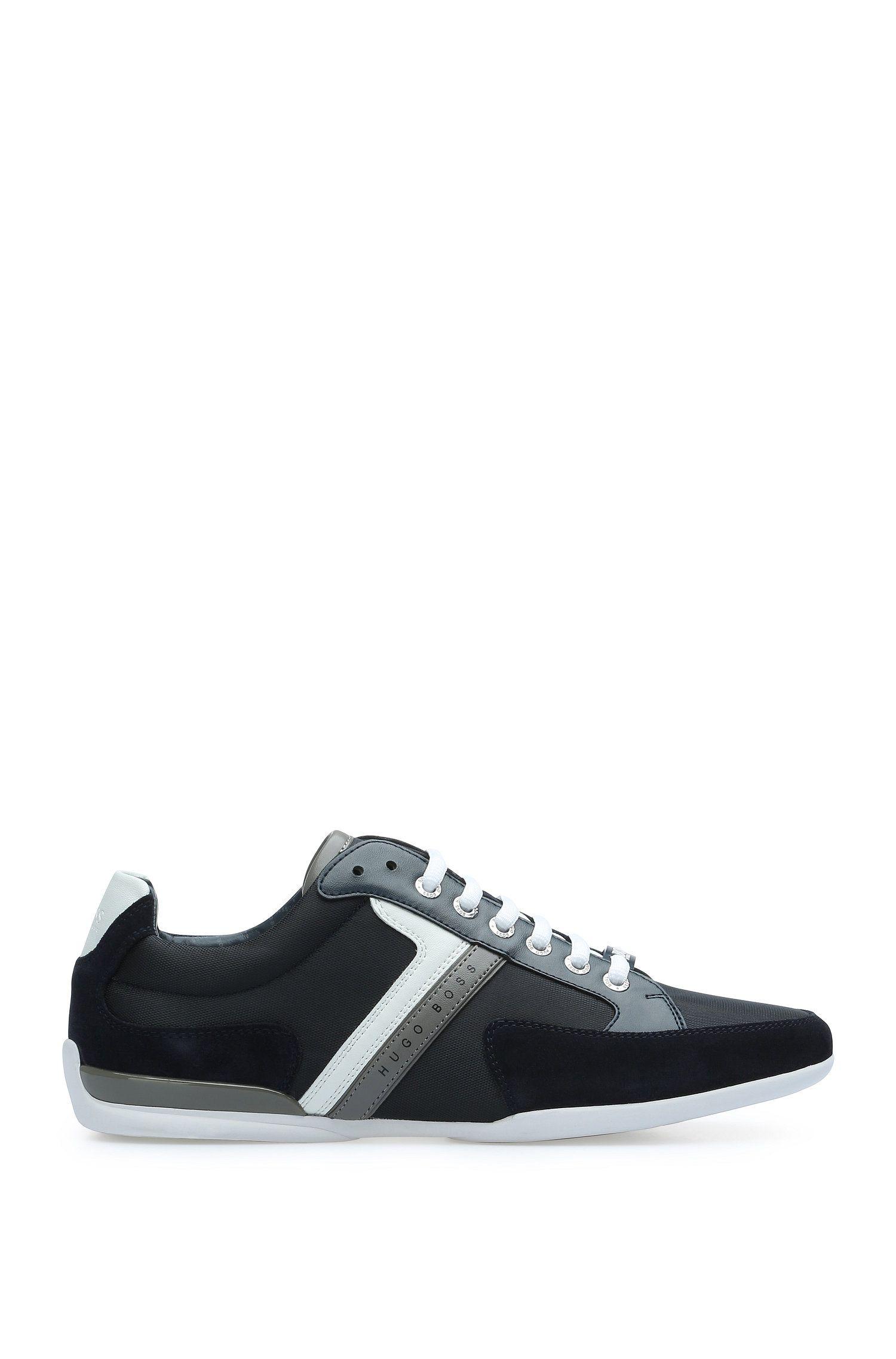 Sneakers van een materiaalmix met rubberzool