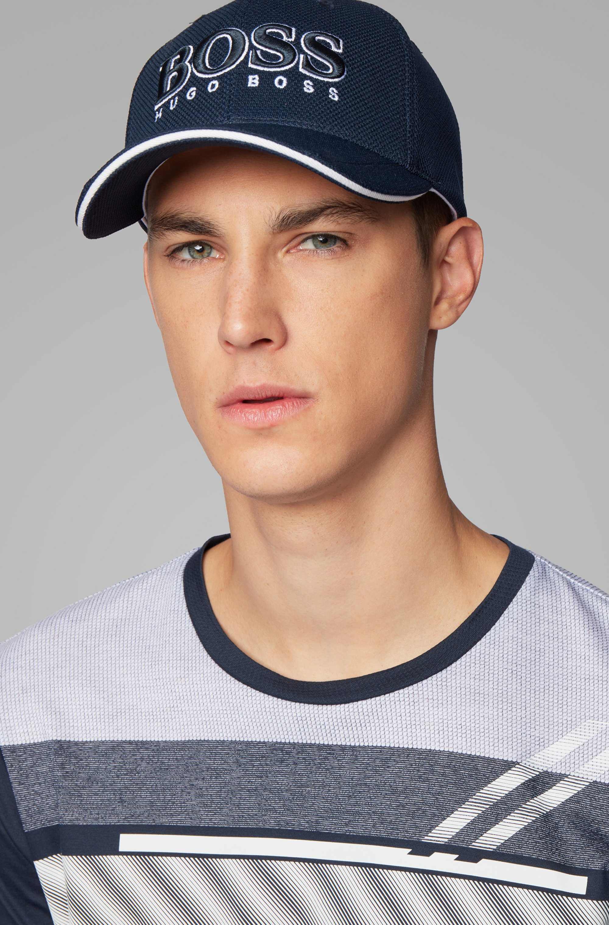 Logo-embroidered cap in stretch piqué