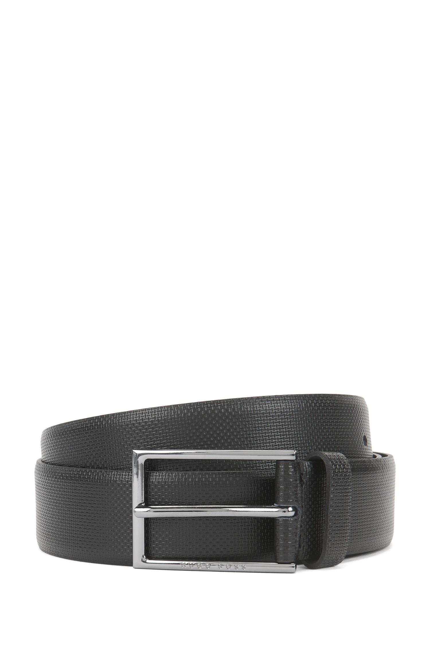 Cinturón de piel con detalle grabado