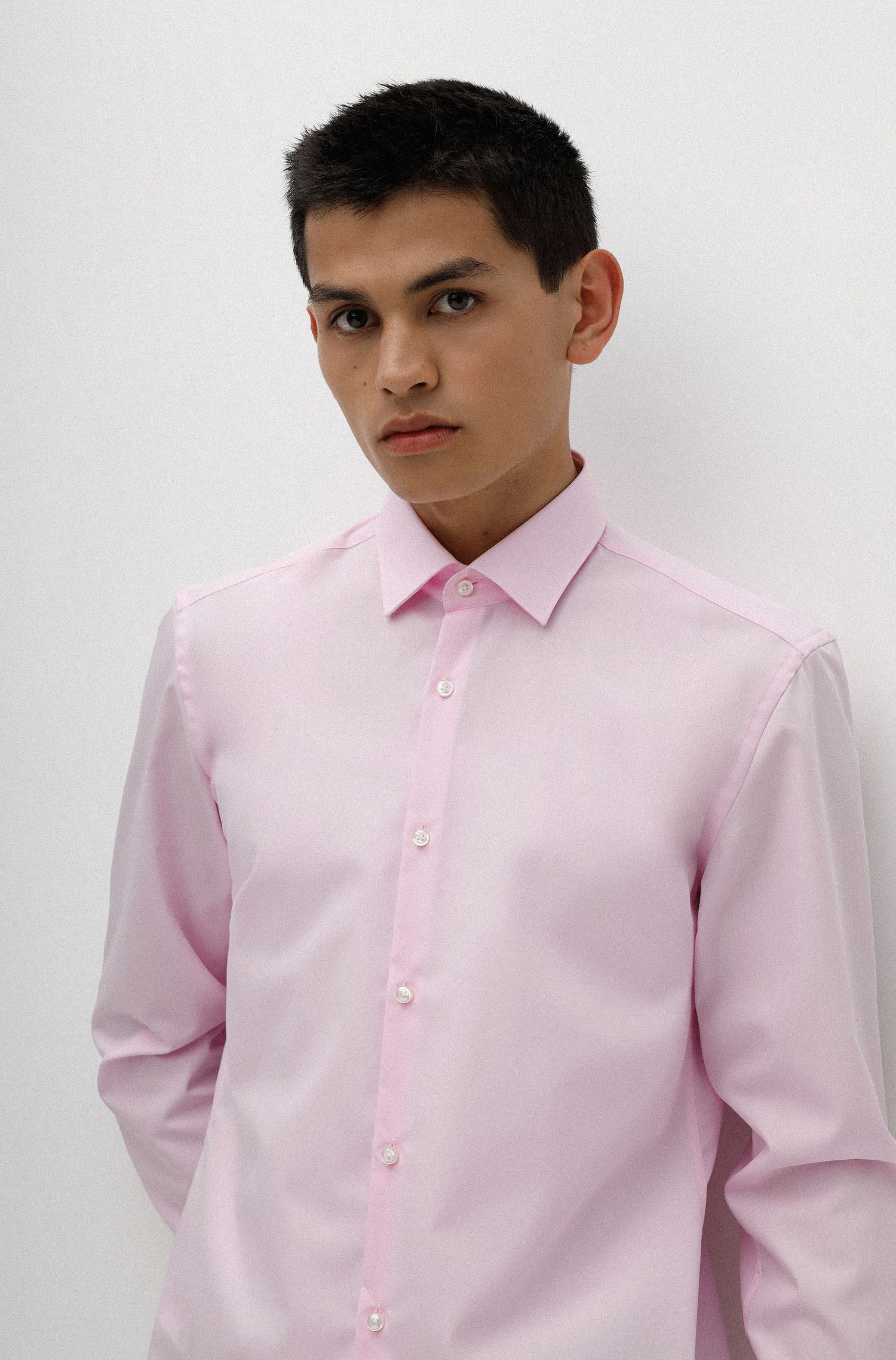Slim-fit business shirt in cotton poplin, light pink