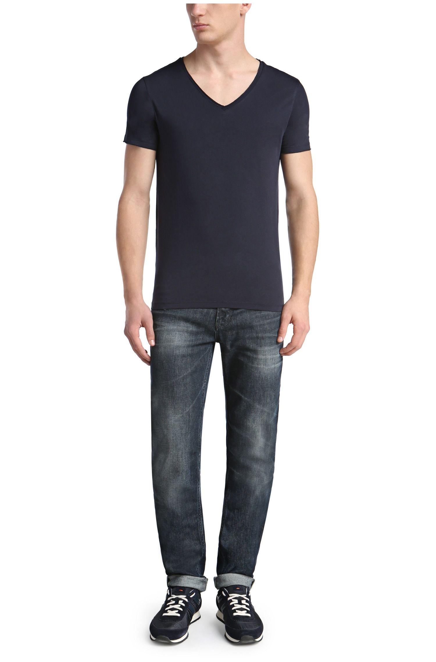 Regular-Fit T-Shirt mit offenkantigem V-Ausschnitt