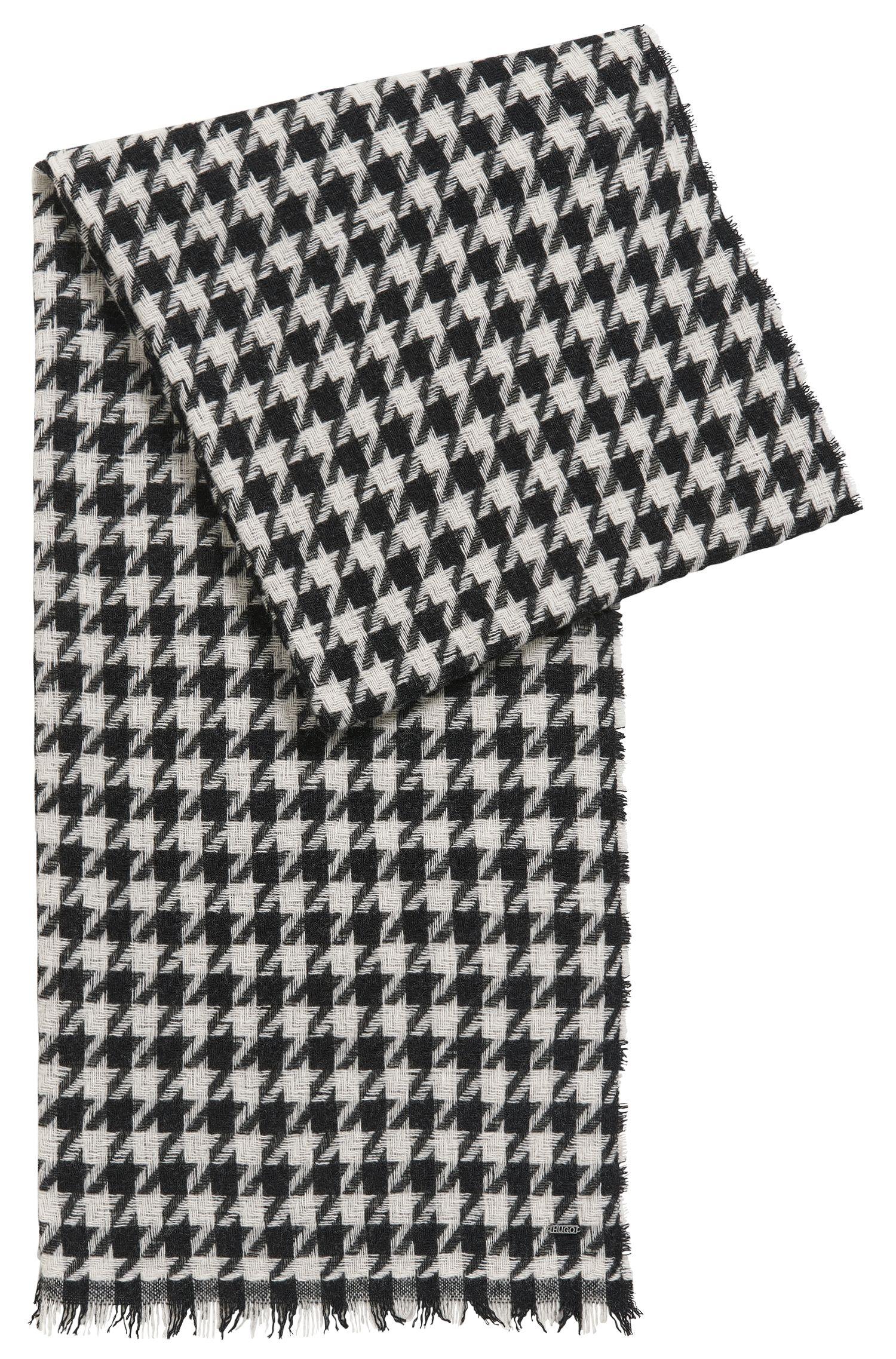 Sjaal van een wolmix met pied-de-poule patroon: 'Women-Z 490'