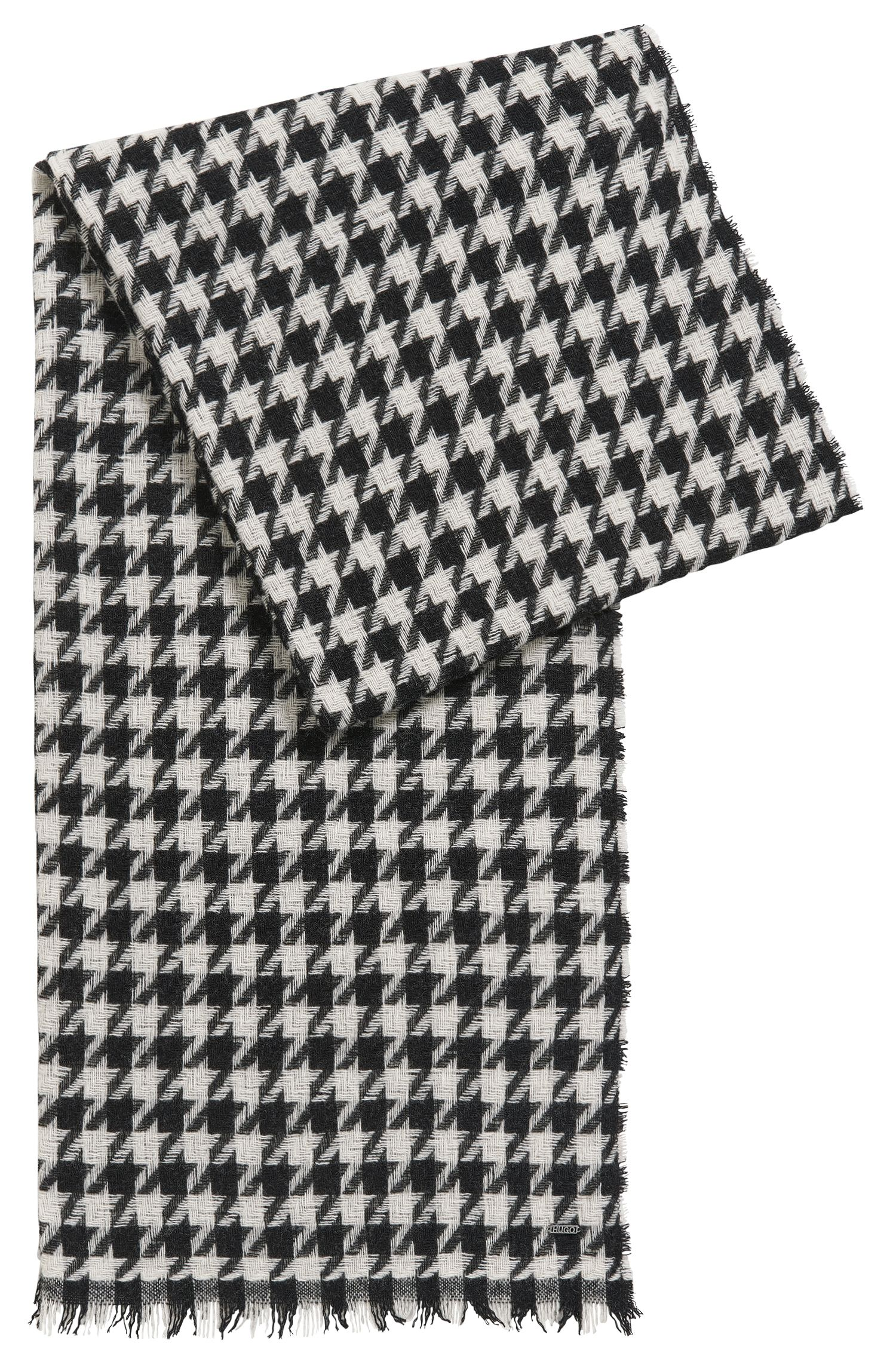 Houndstooth scarf in a wool blend