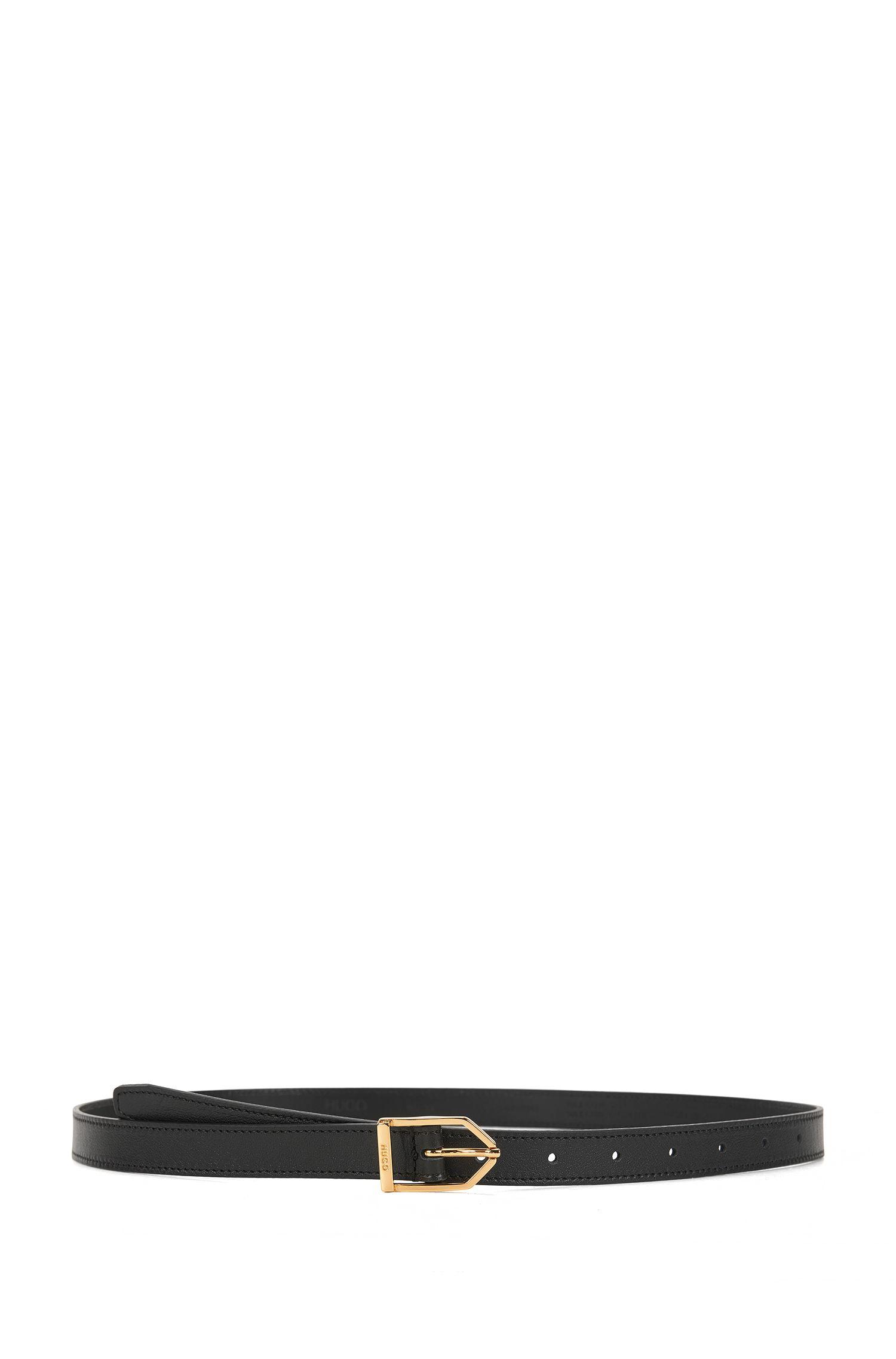 Cinturón estrecho de piel con hebilla moderna
