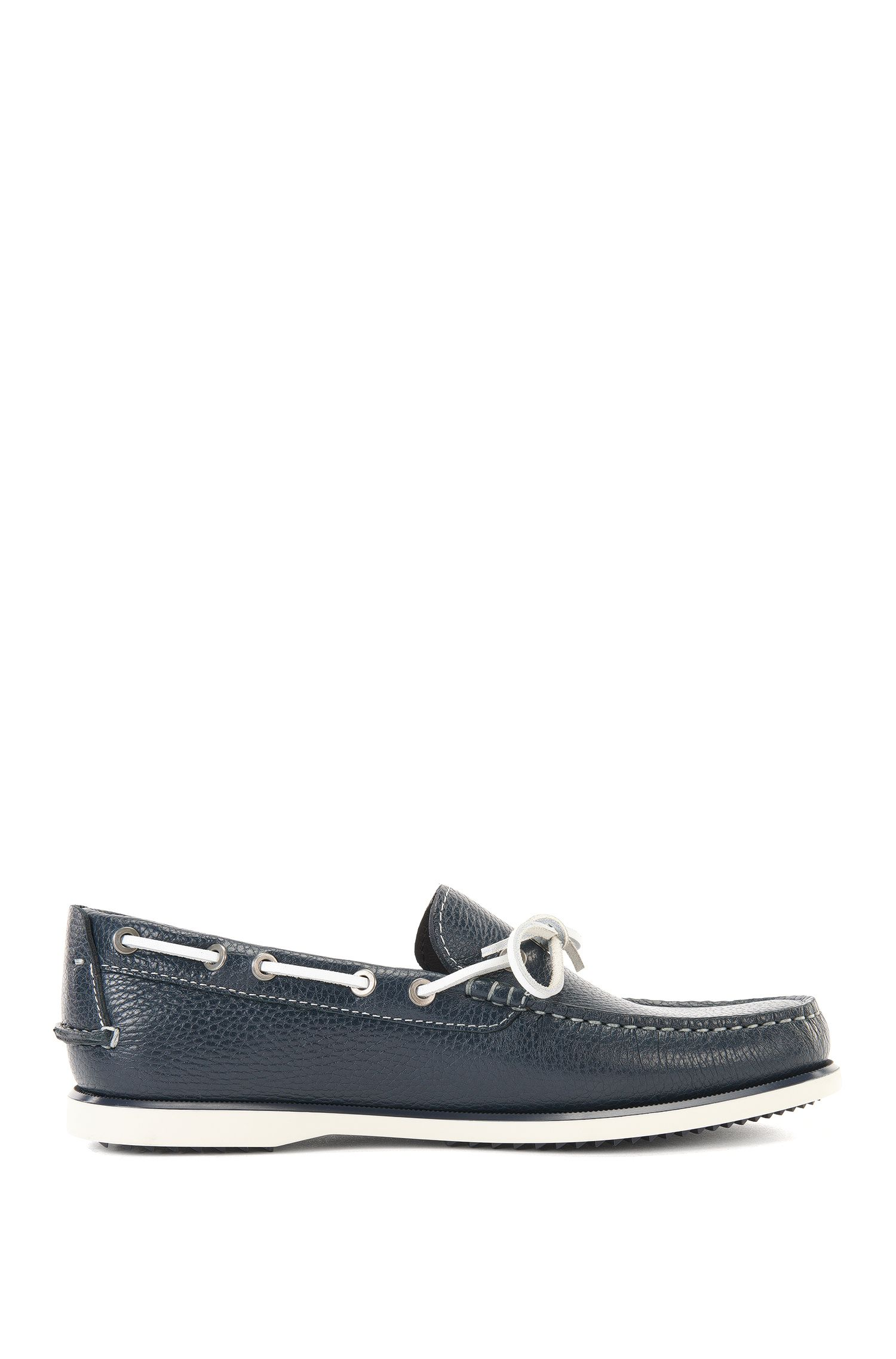 Leather moccasins with lacing all the way around: 'Demok'