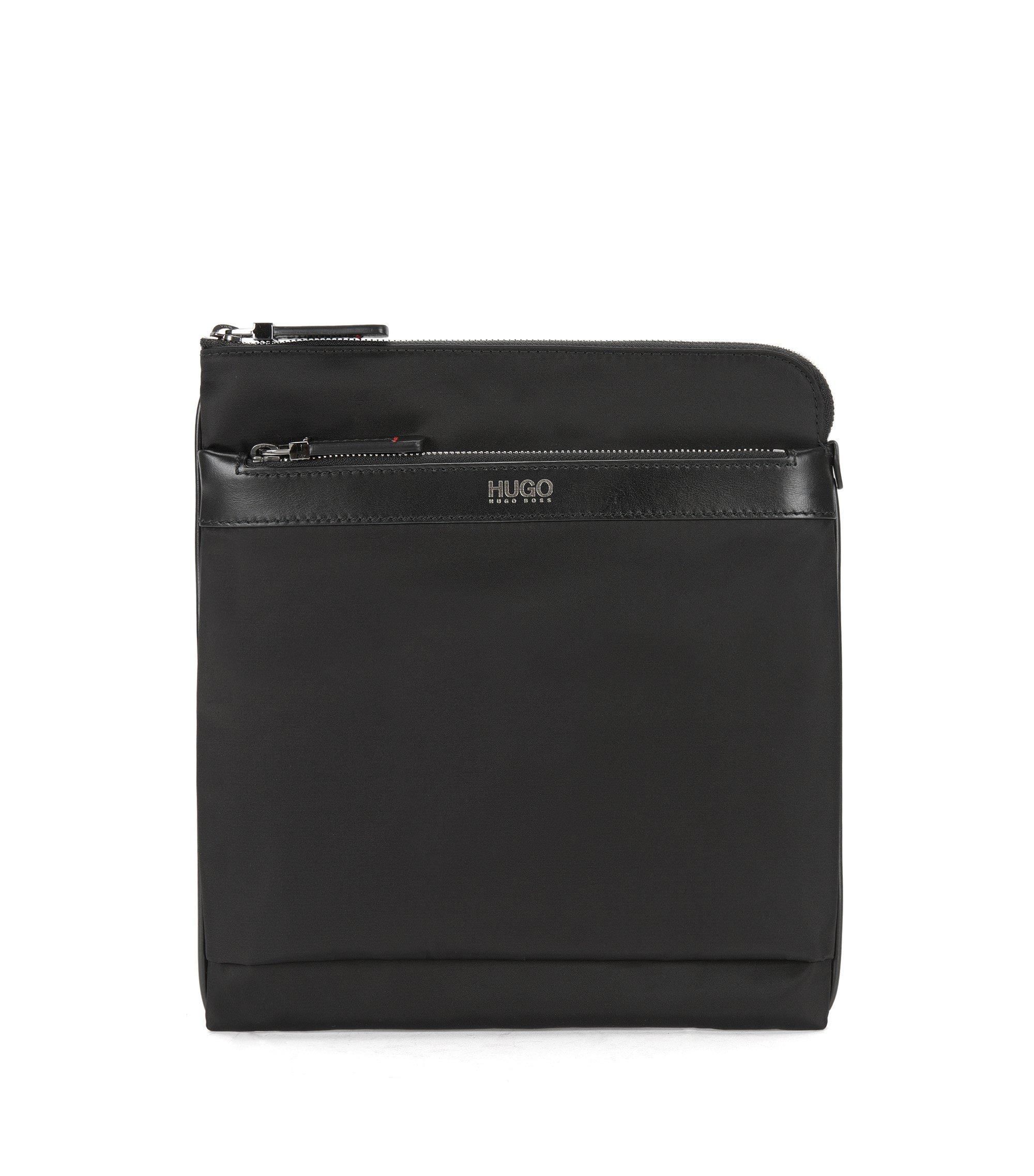 Kompakte Umhängetasche mit Lederbesatz, Schwarz