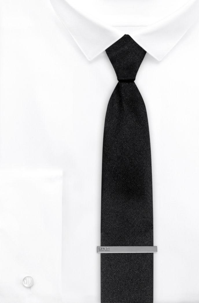 Krawattennadel aus Messing mit fester Rückseite und Logo-Gravur
