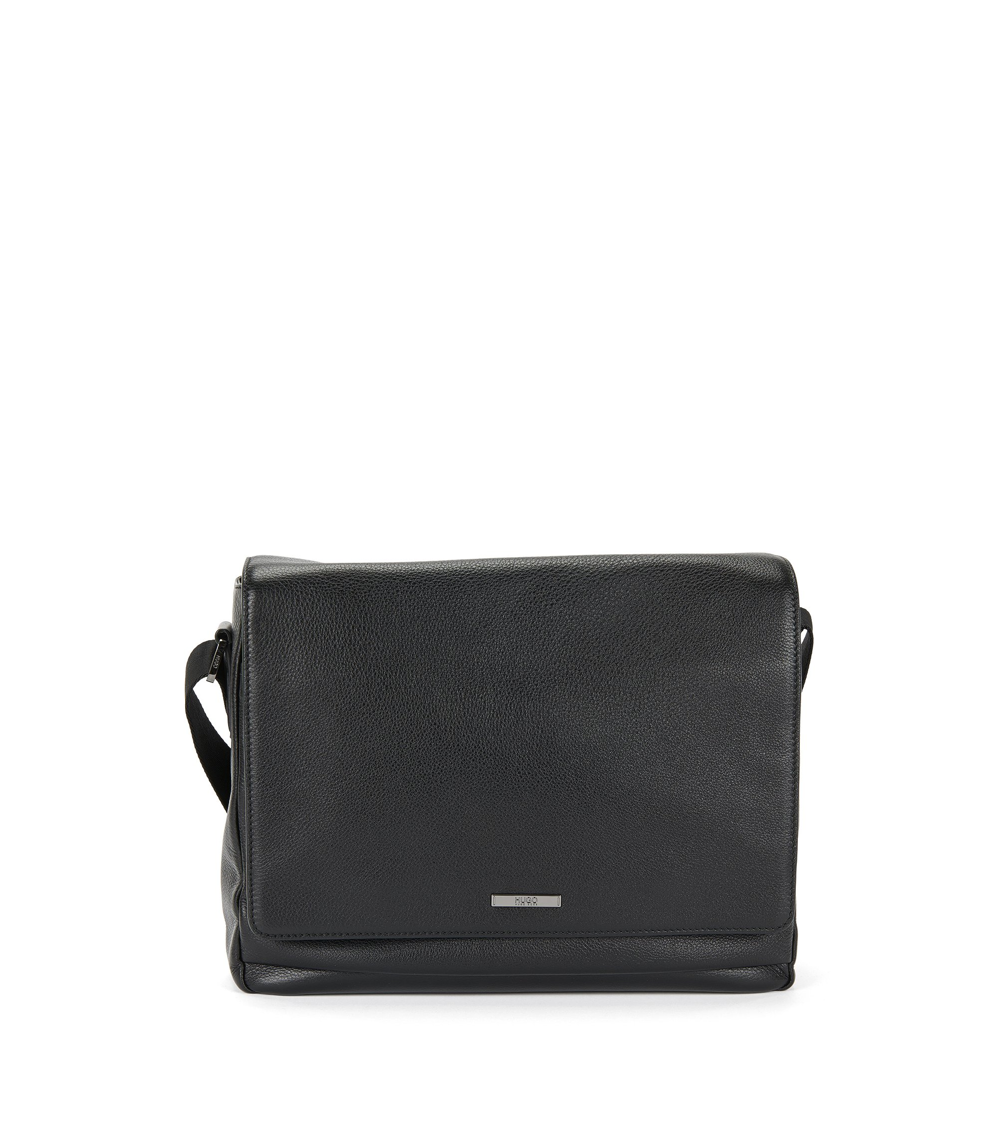 Messenger in grained leather: 'Element_Mess flap', Black