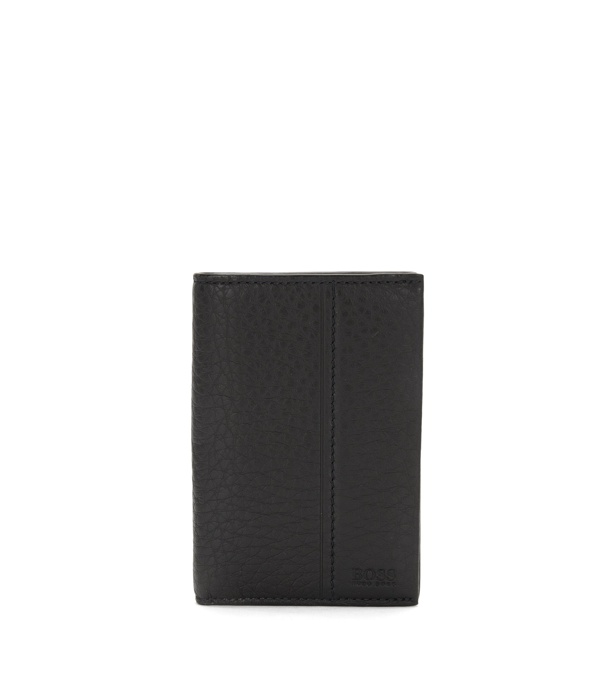 Pasjeshouder in een rechthoekig formaat van gestempeld leer: 'Traveller_Bifold', Zwart