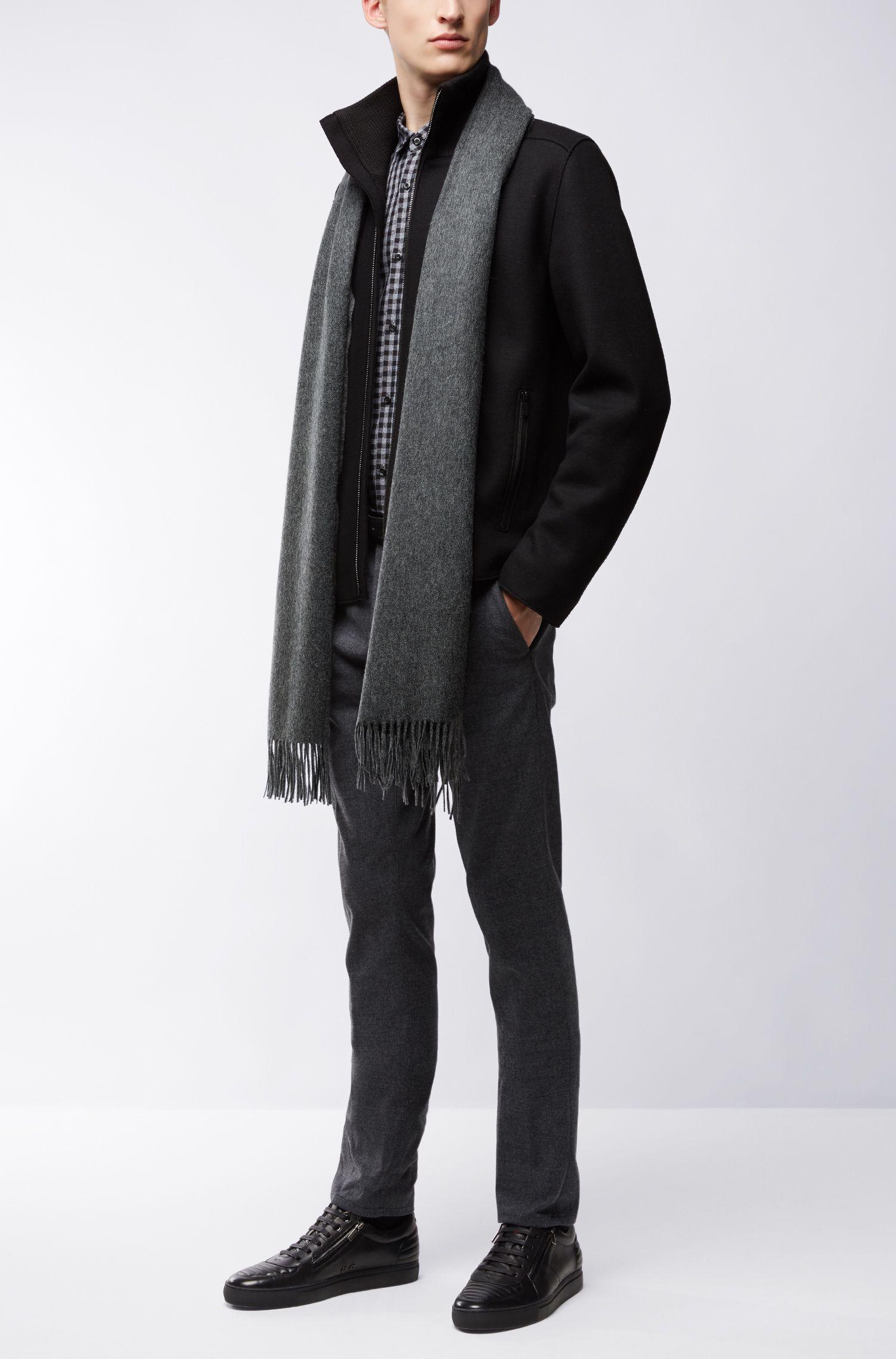 Leichter Schal aus gebürsteter Wolle
