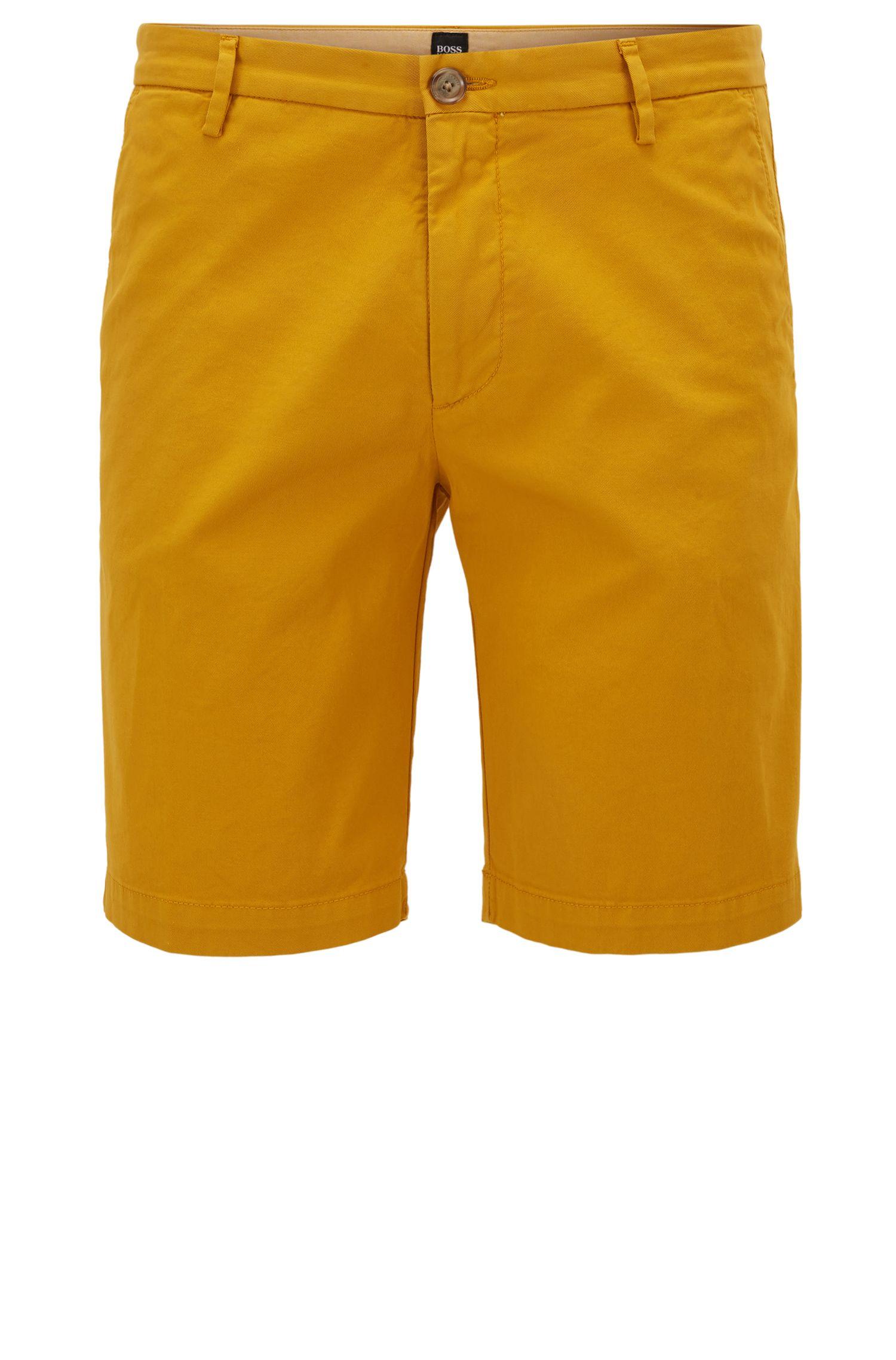 Shorts slim fit en tejido de gabardina de algodón elástico