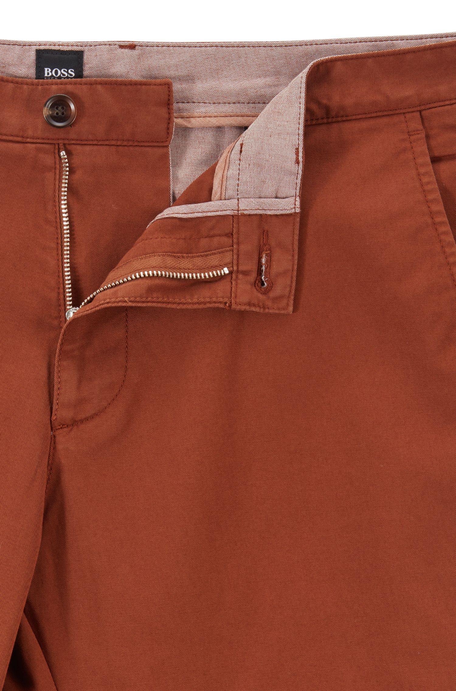 Regular-Fit Chino aus elastischer Baumwoll-Gabardine, Braun