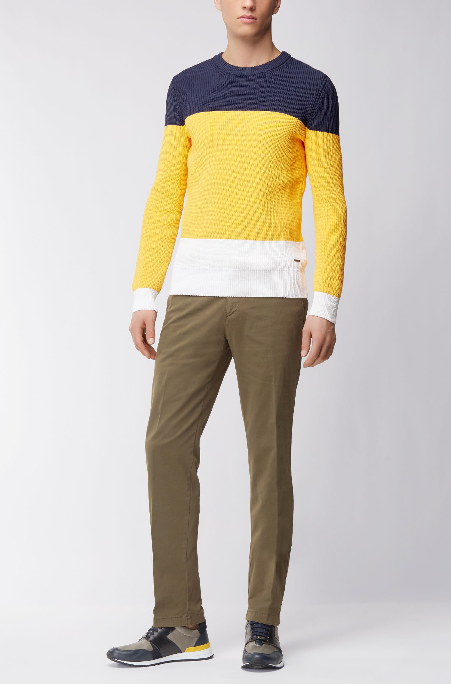 Chino regular fit in gabardine di cotone elasticizzato