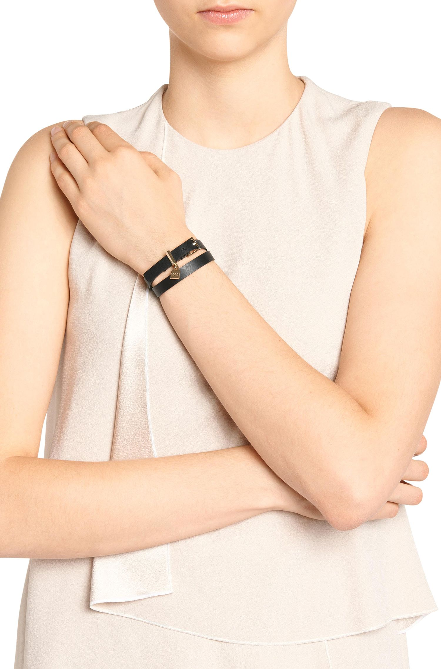 Leren armband met hangslotdetail, Zwart