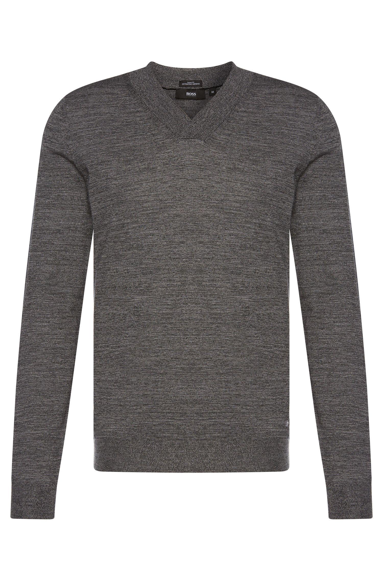 Maglione slim fit in lana vergine con scollo a V: 'Ice'
