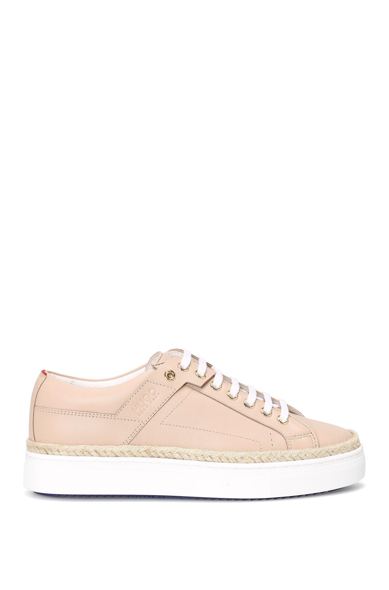 Sneakers aus Leder mit Bast-Blende: 'Connie-R'