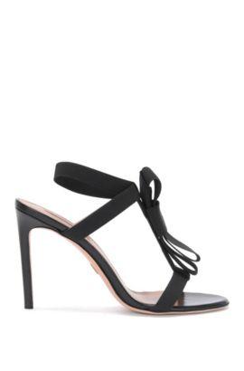 Hoge hakken van leer met elastische riempjes: 'Bow Tie Sandal', Zwart