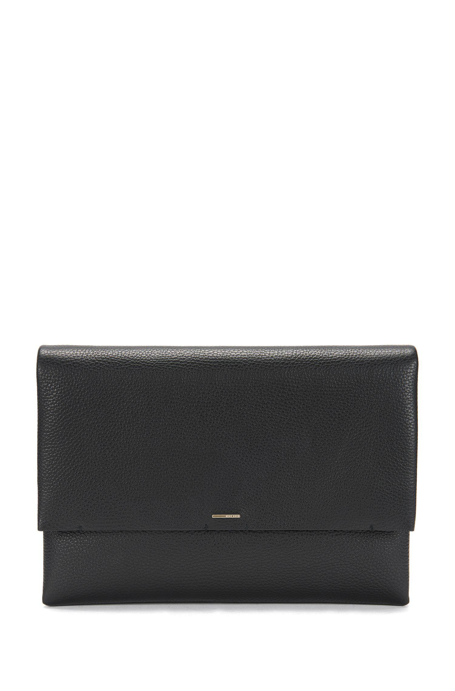 BOSS Luxury Staple Clutch aus italienischem Leder mit Kettenriemen