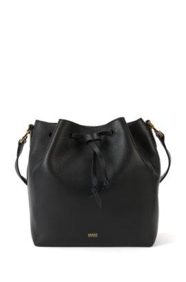 Bolso estilo bucket de piel con correa de hombro ajustable: 'Gaby-R', Negro