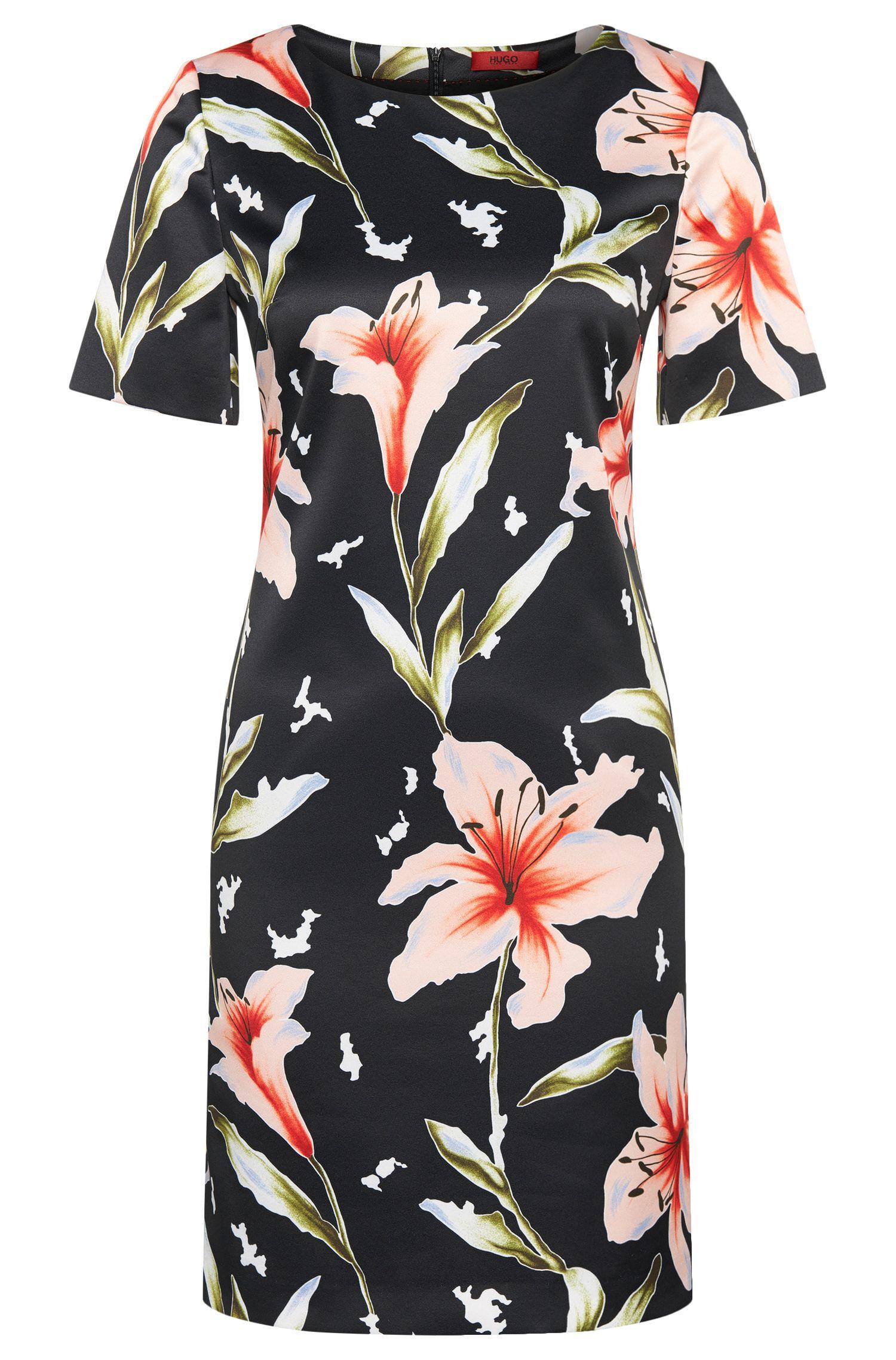 Getailleerde jurk met bloemendessin: 'Kones'
