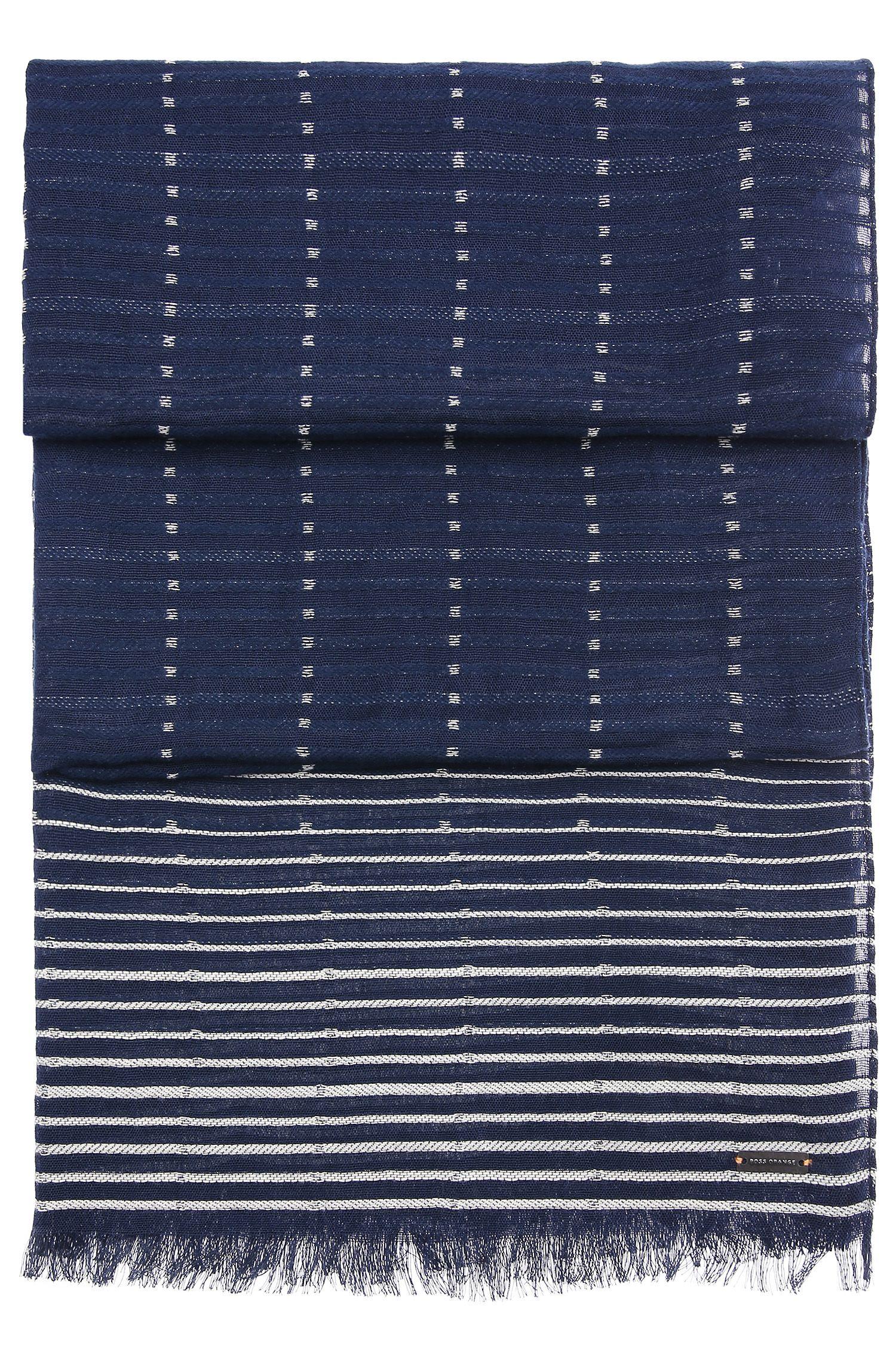 Katoenen sjaal met strepen, korte franjes en dessin: 'Nikolei'