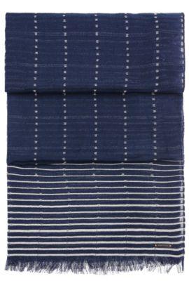 Chal de algodón estampado con rayas y flecos cortos: 'Nikolei', Azul oscuro
