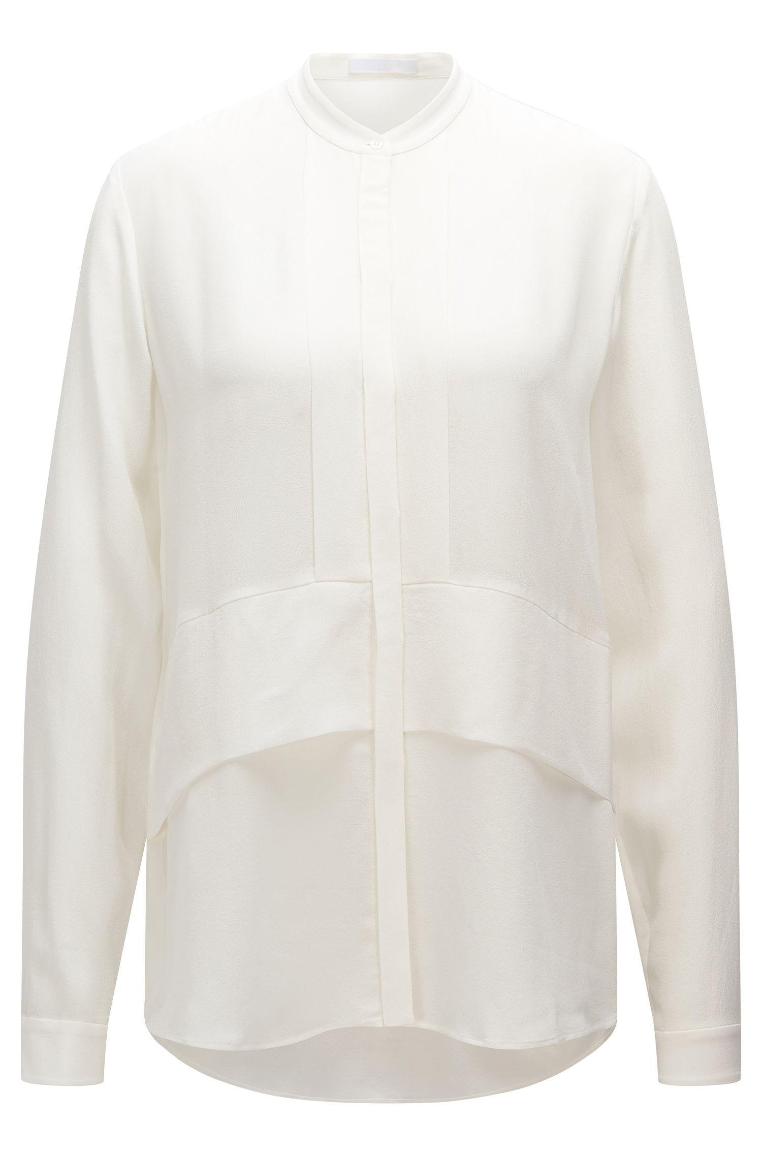 Nauwsluitende blouse van zijde met opstaande kraag: 'Ranenya'