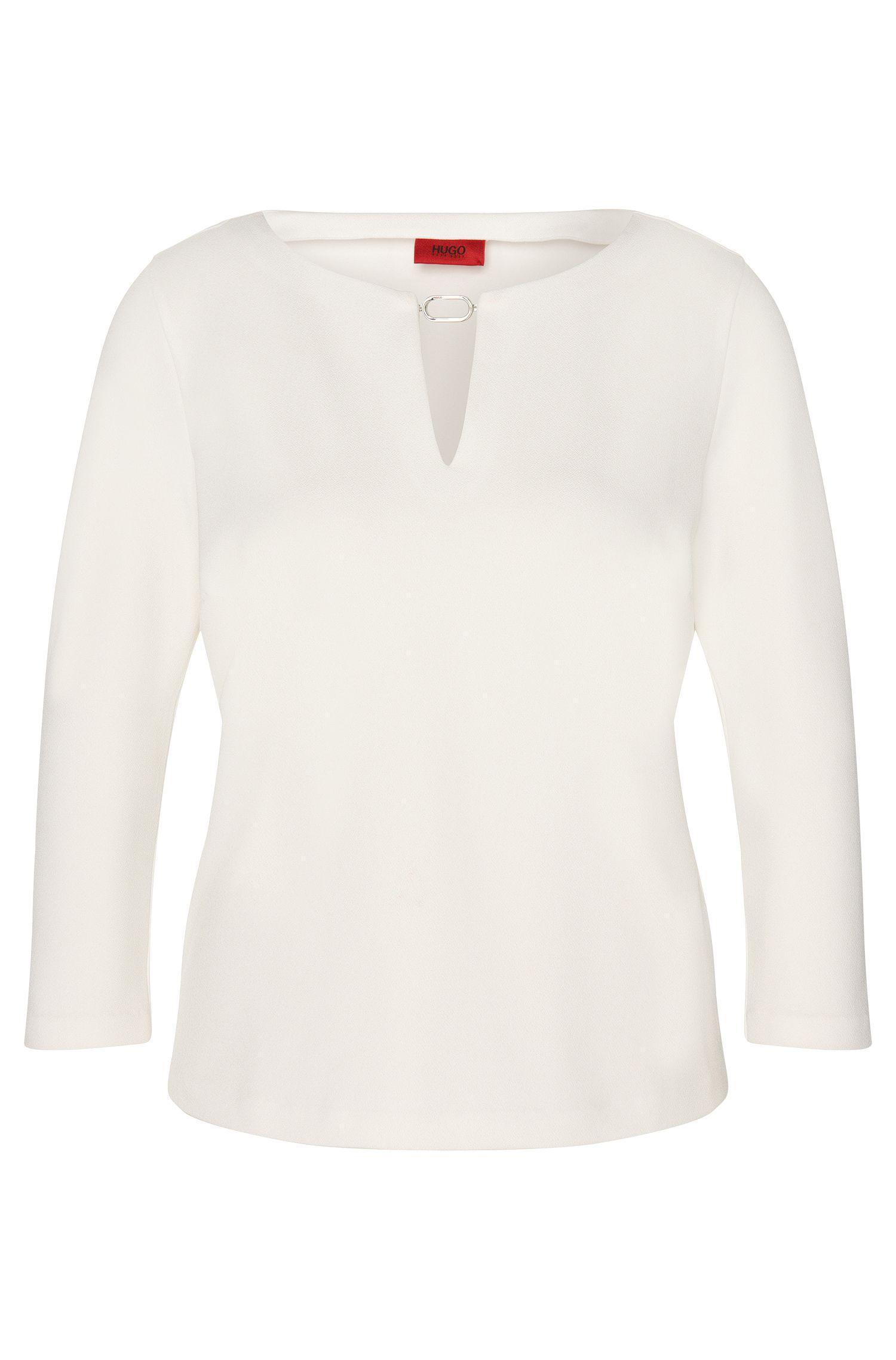 Camiseta con entalladura decorativa y detalle metálico: 'Natha'