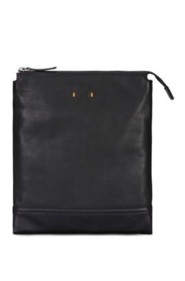Pouch in textured leather: 'Streetline_S zip env', Black