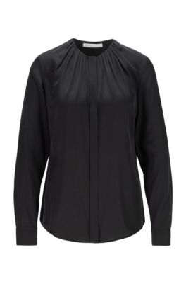 Bluse aus elastischem Seiden-Mix mit gerafftem Ausschnitt, Schwarz