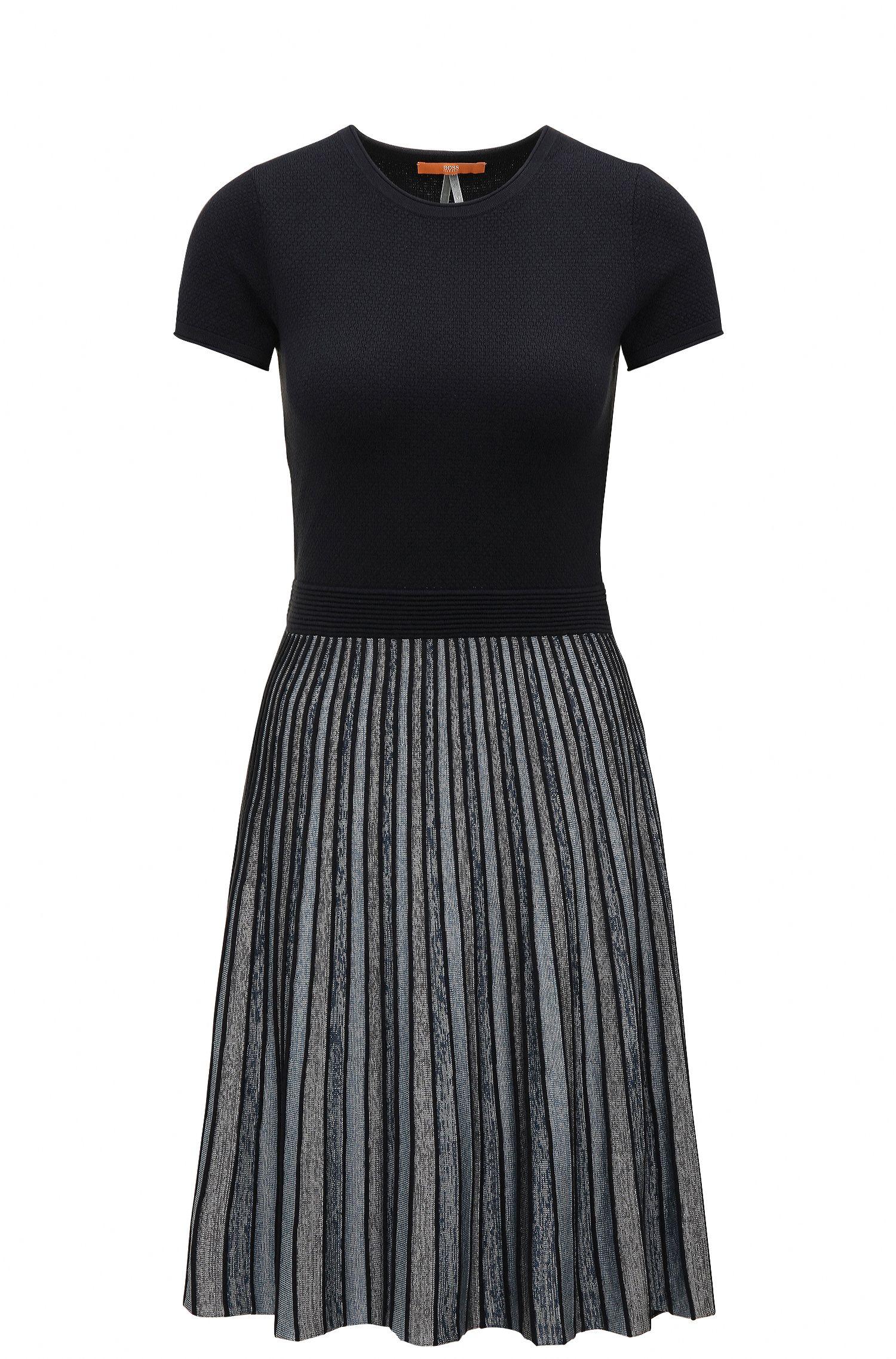 Tailliertes Slim-Fit Kleid aus elastischem Material-Mix mit Streifen-Muster