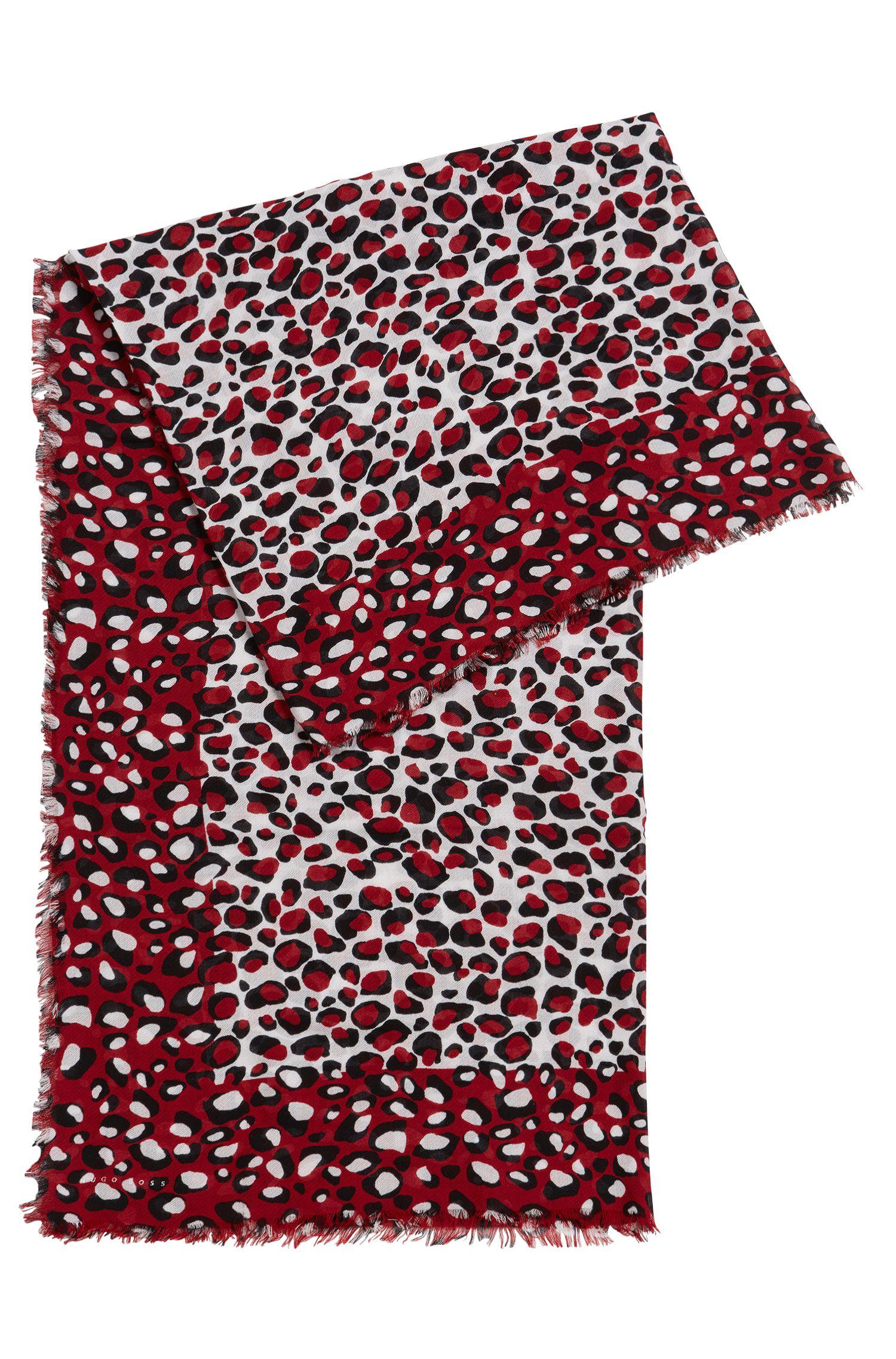 Rectangular scarf with statement giraffe print