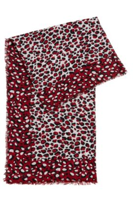 Rectangular scarf with statement giraffe print, Patterned