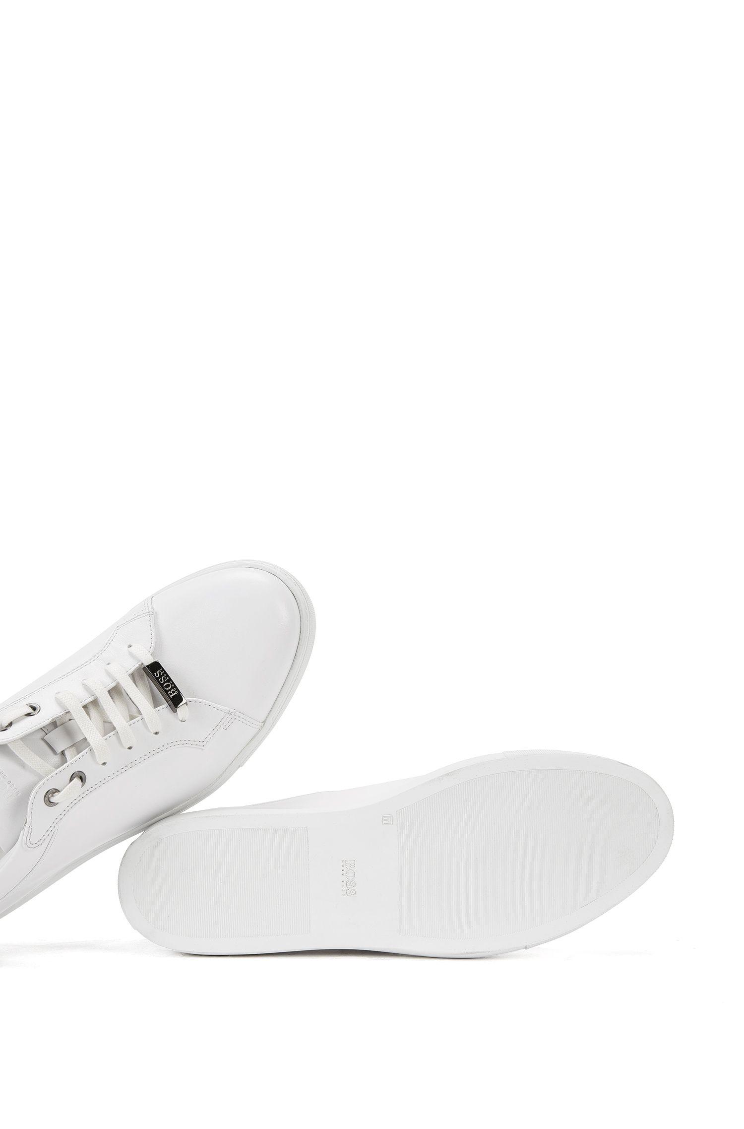 Leren vetersneakers met gemerkte zool