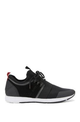 Chaussures de sport pourvues d'une semelle Vibram et d'une bride élastique, Noir