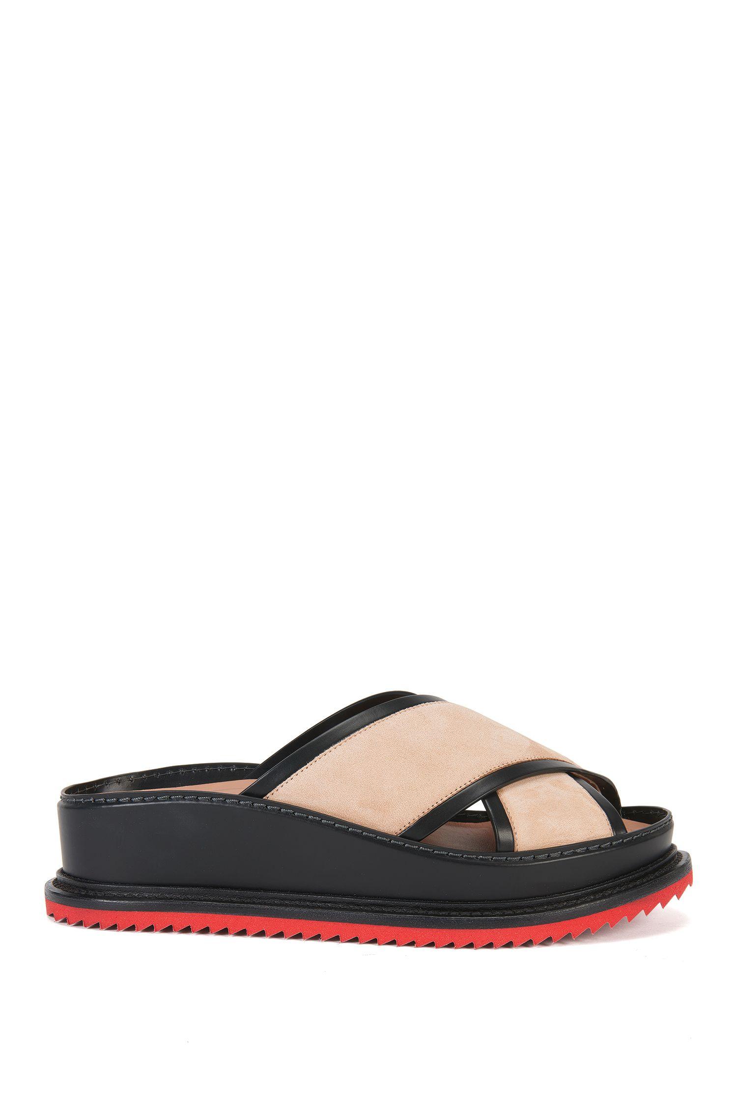 Sandalias de piel en edición especial para pasarela con suela de plataforma: 'Raily Flat Suede'