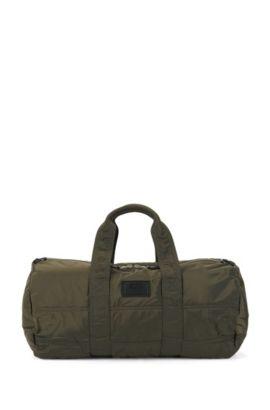 Amplio bolso weekender de poliamida acolchada con parche personalizable, Verde oscuro