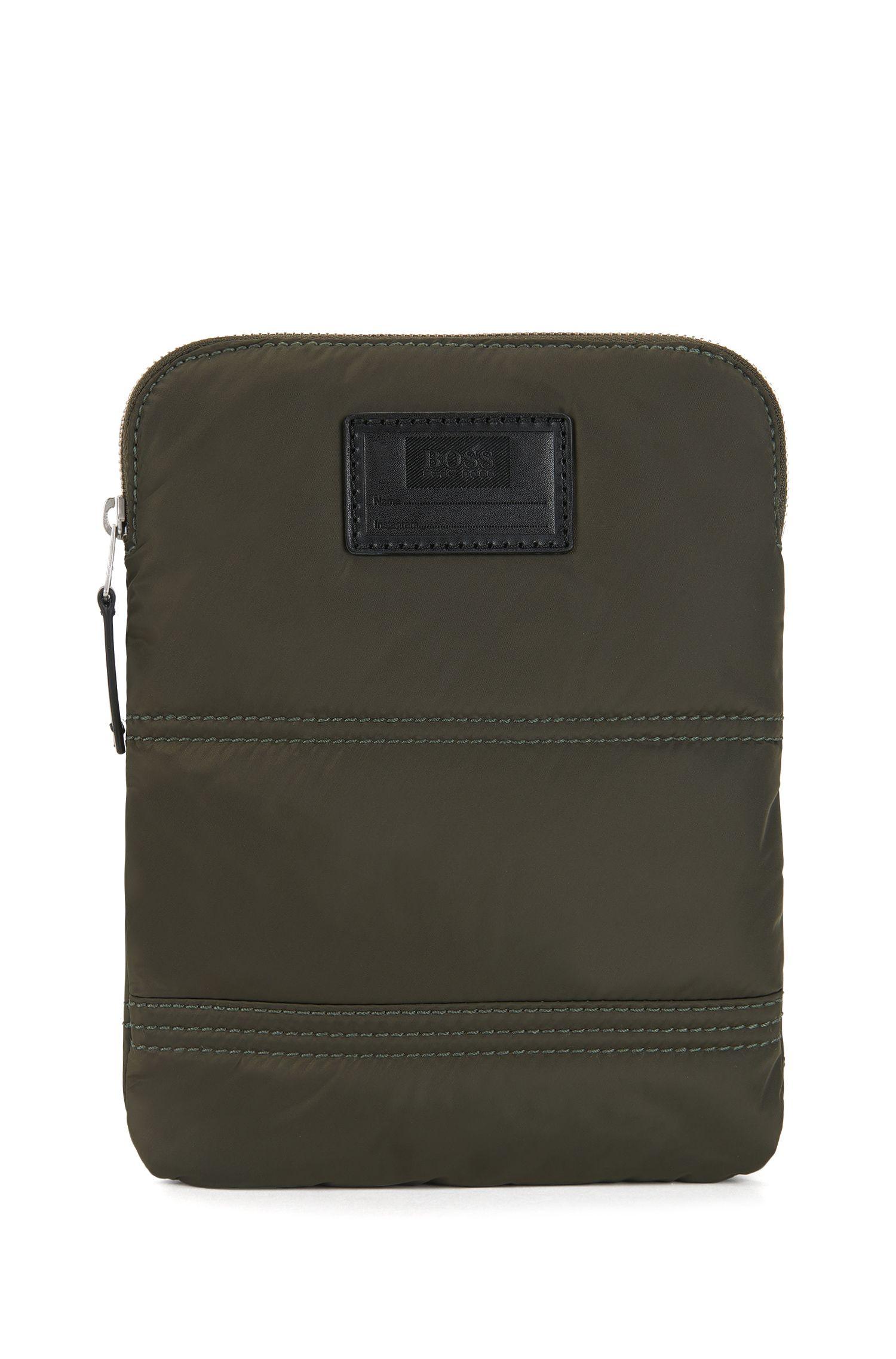 Cross-body tas van gewatteerde polyamide met aanpasbare patch