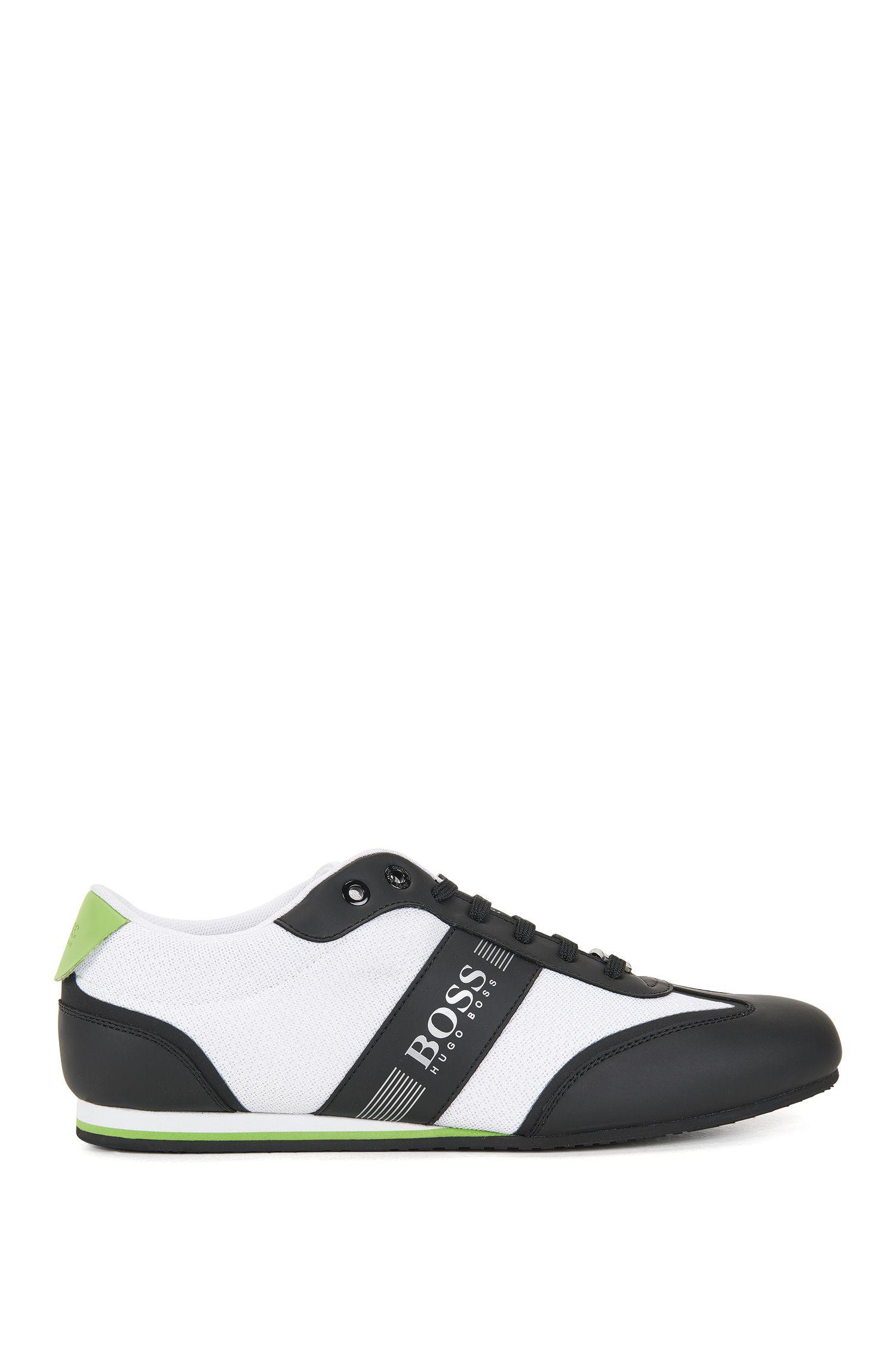 Chaussures de sport lacées, avec détail en mesh