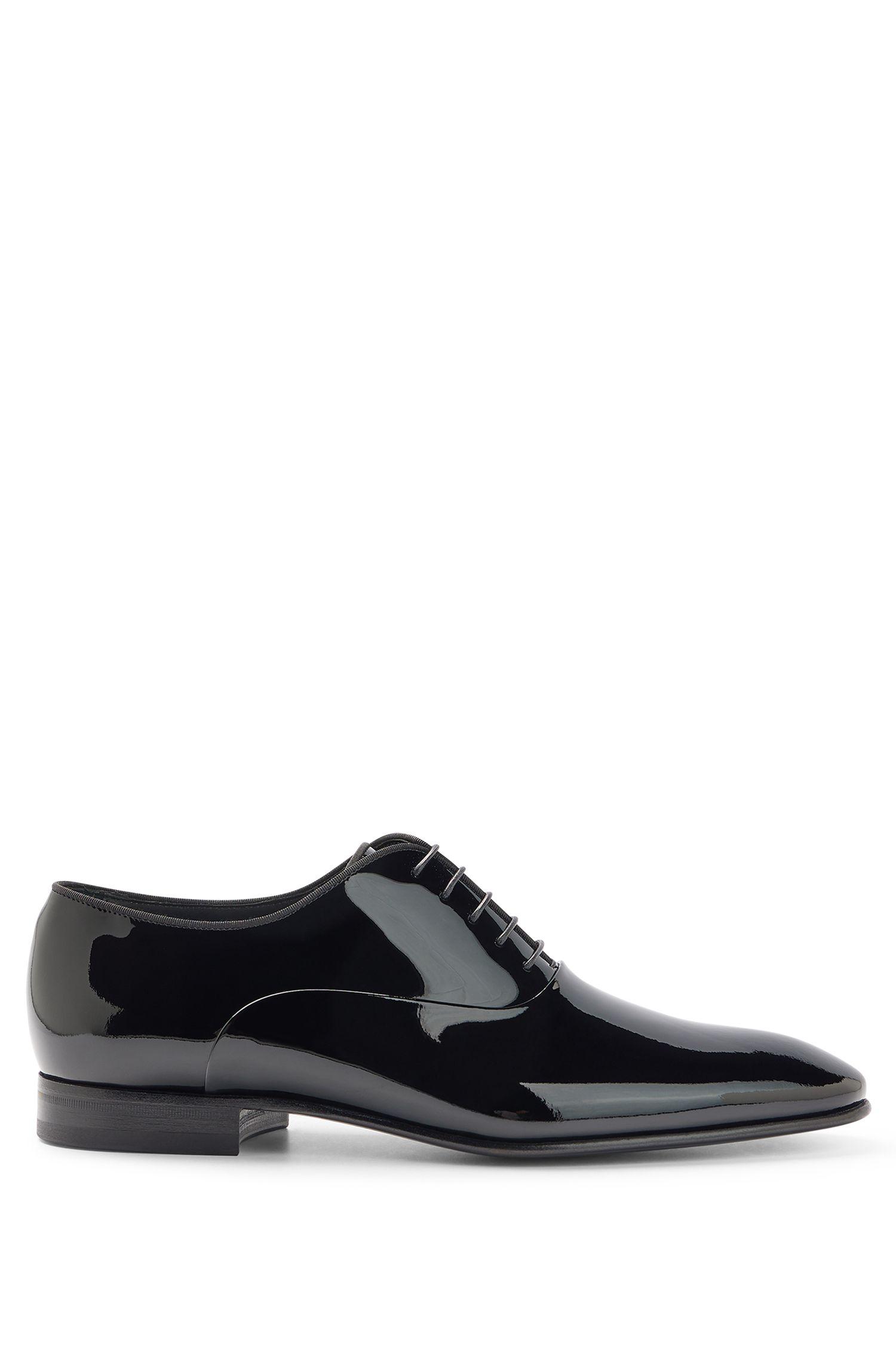 Oxford-Schuhe aus Lackleder mit Ripsband-Paspel, Schwarz