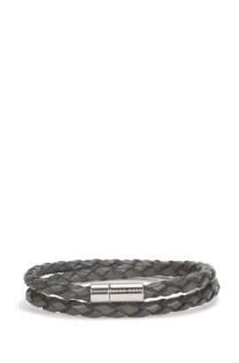 Geflochtenes Armband aus Leder mit metallenem Verschluss, Hellgrau