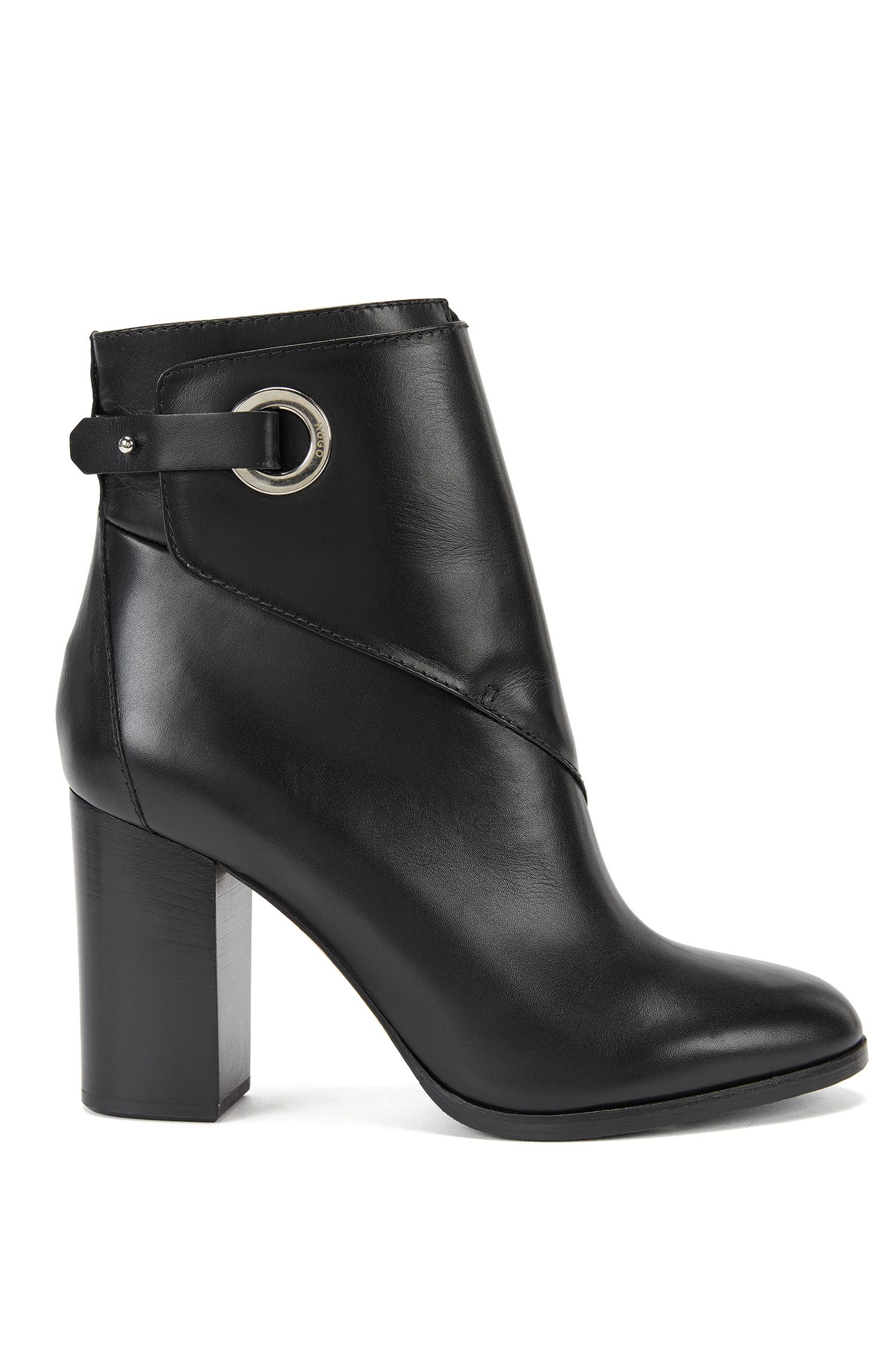 Leather ankle boots with porthole closure