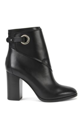 Leather ankle boots with porthole closure, Black