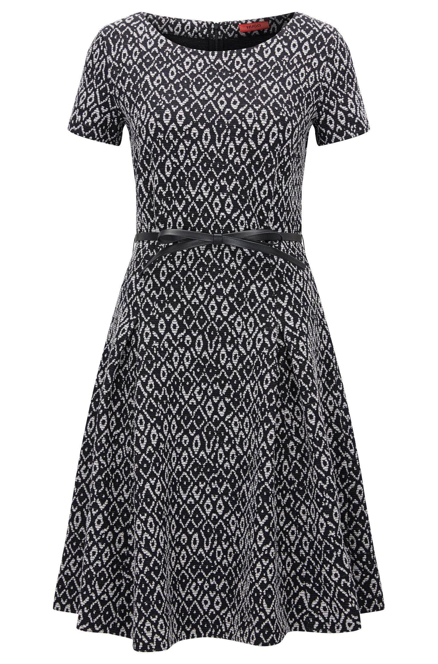 Getailleerde slim-fit jurk in tweekleurig jacquard