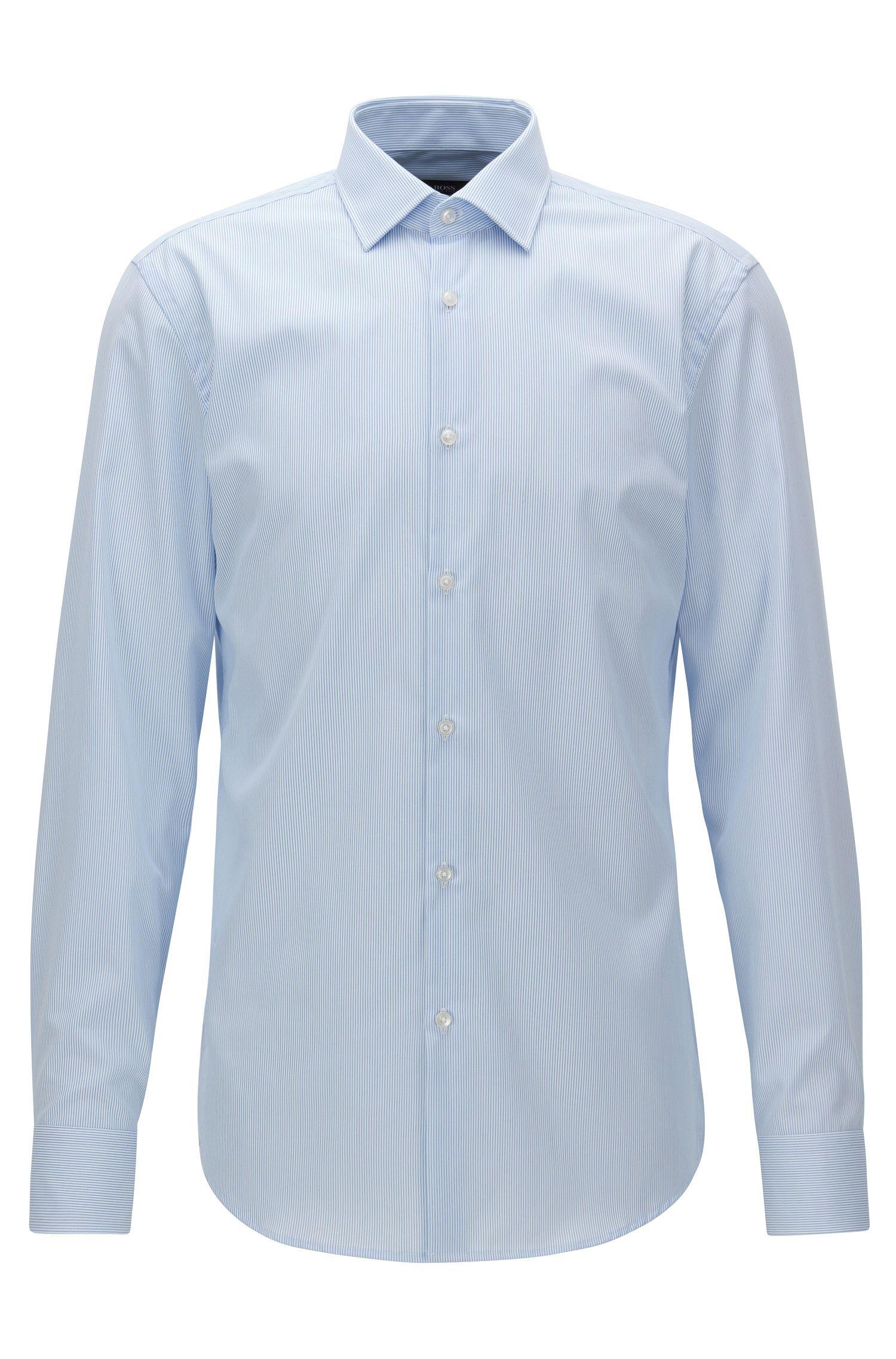 Fein gestreiftes Slim-Fit Hemd aus bügelleichter Baumwolle