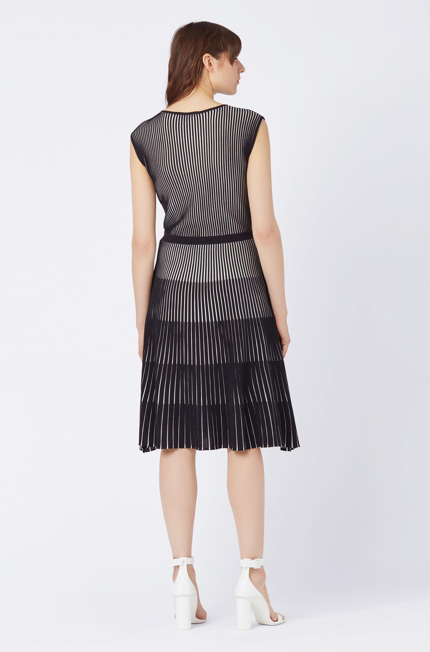 Kleid mit Rundhalsausschnitt, Schwarz