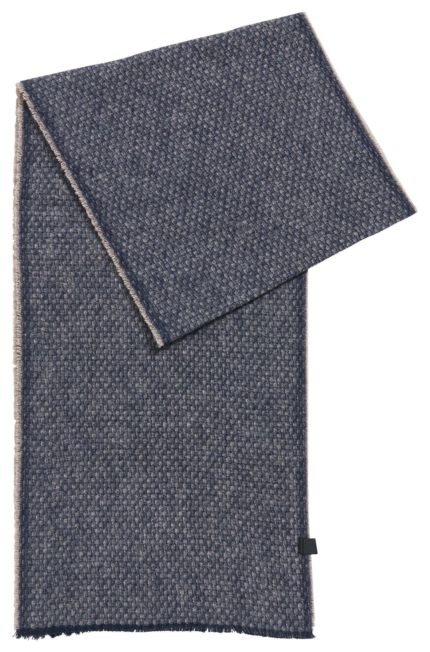 Bufanda con flecos discretos en algodón con textura