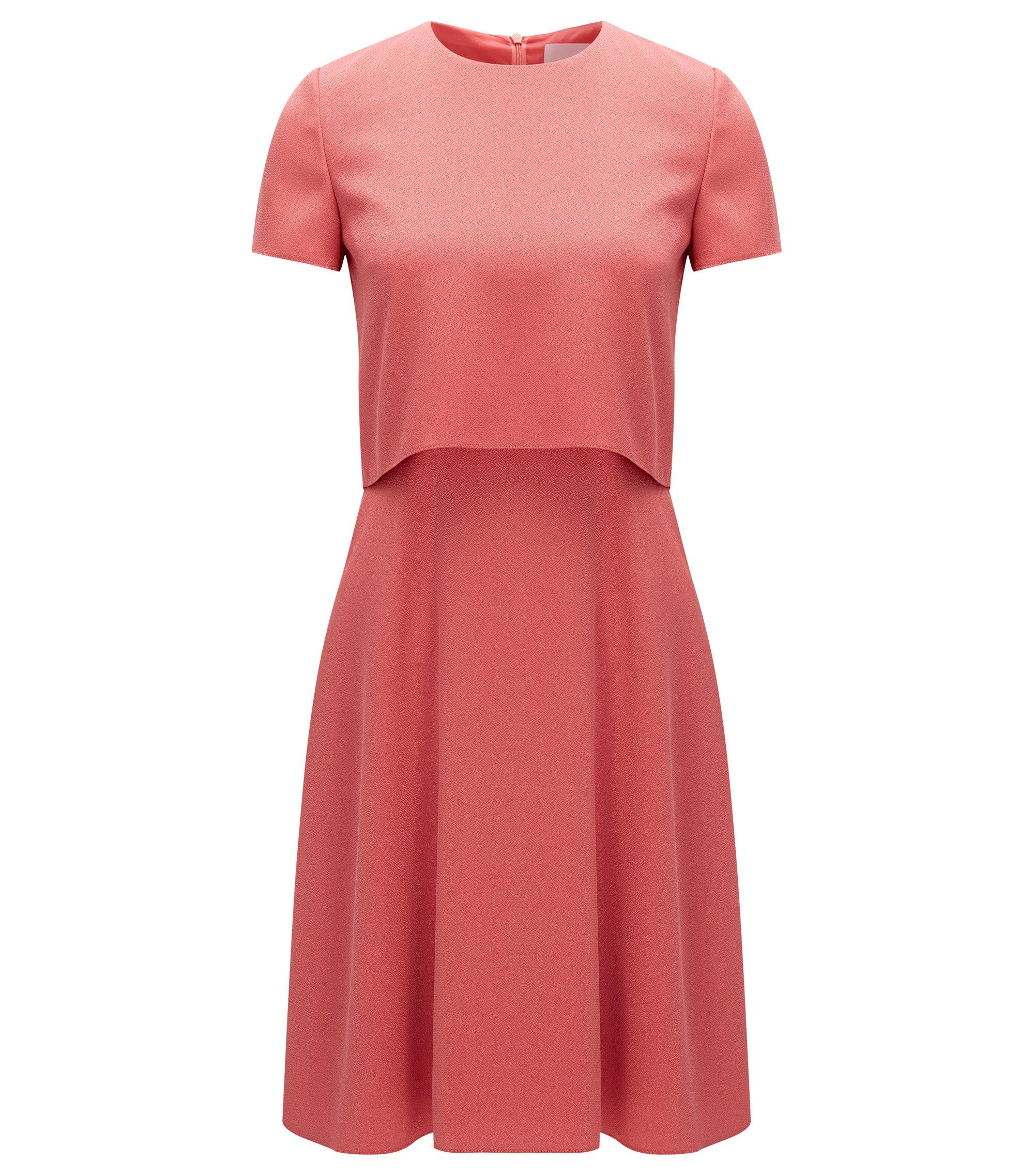 Gelaagde regular-fit jurk van een gehamerde stof, lichtrood