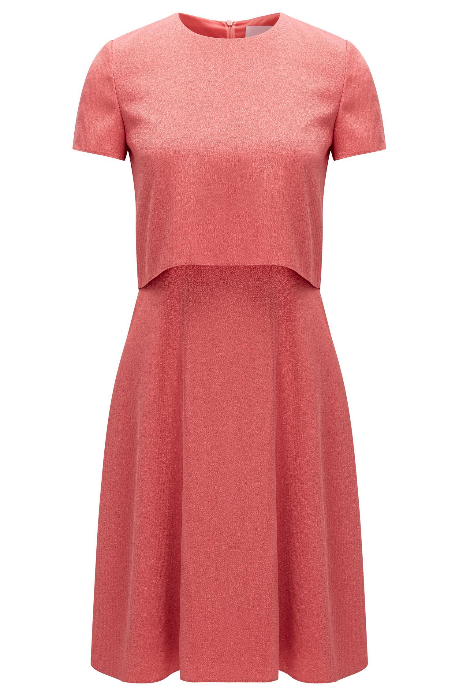 Regular-Fit Kleid aus Material-Mix mit gehämmertem Effekt und Stufen-Design