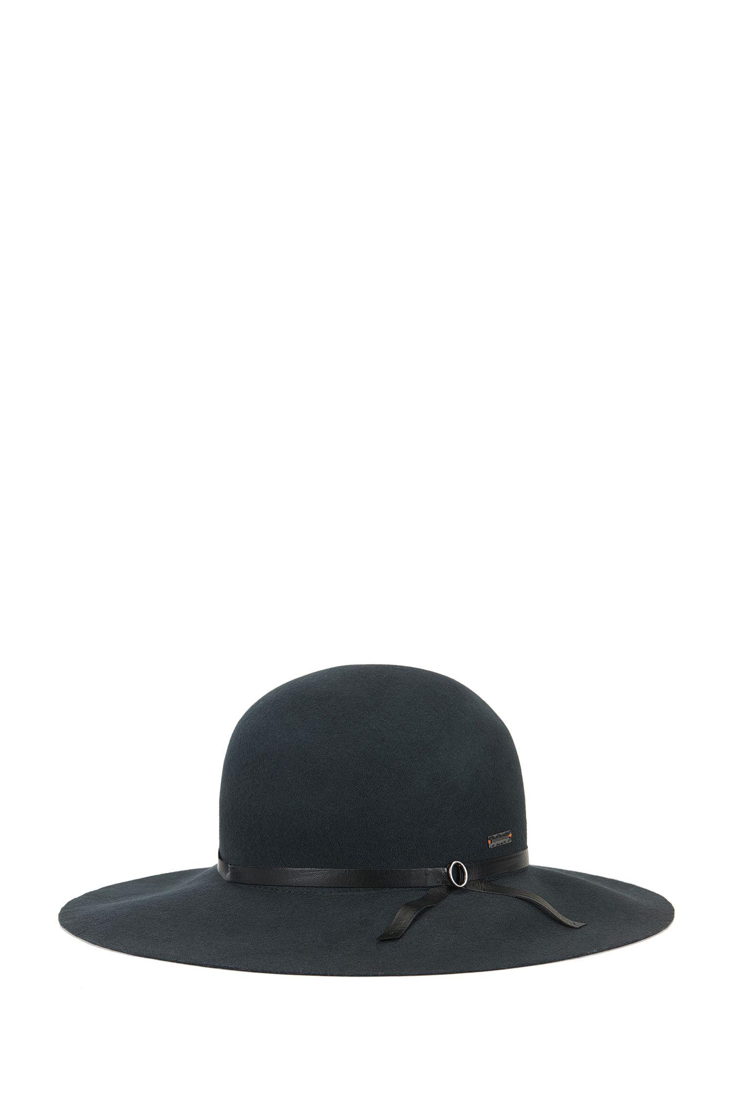 Cappello in lana con tesa ampia